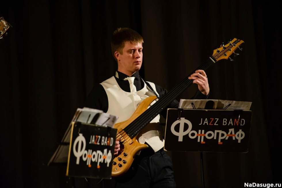 гитарист оркестра жилина фото чувствовать себя защищенным